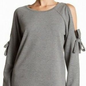 Cable & Gauge Gray Cold Shoulder Long Sleeve Top